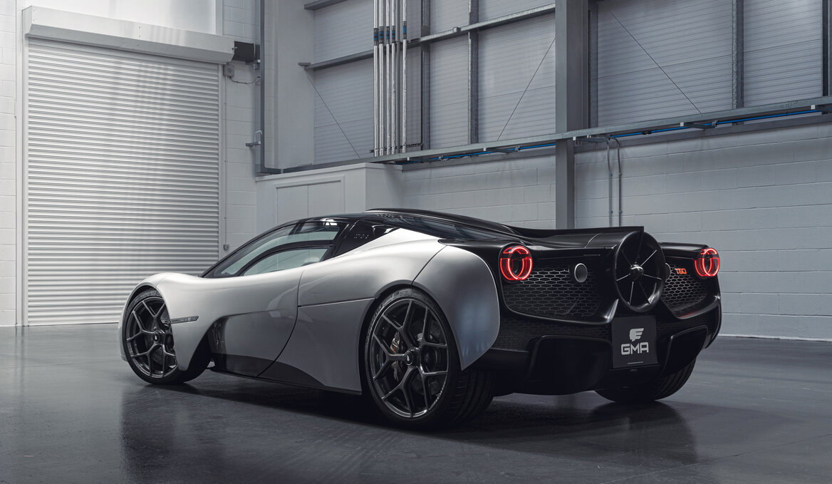 Supercar with fan rear end